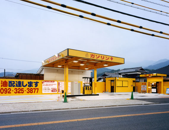 Juliane Eirich: Gas Station, Itoshima 2011