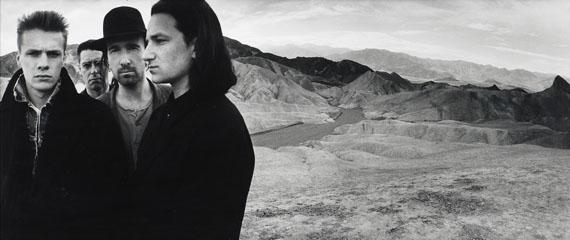 Anton Corbijn, U2, Death Valley. 1986Gelatinesilberabzug, 65,3 x 153 cm Schätzpreis € 10.000 – 12.000