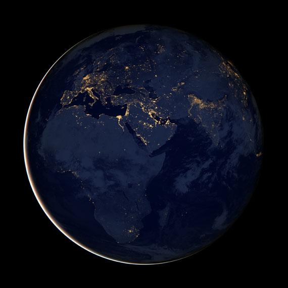 Afrika, Europa, MittelasienNASA Earth Observatory / NOAA / Ministery of DefenseAufgenommen vom Suomi NPP-VIIRS - Satelliten