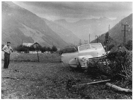 ARNOLD ODERMATT: aus der Serie Karambolage, Wolfenschiessen, 1953, gelatin silver print, 30 x 40 cm, Ed. 8