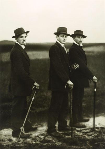 August Sander: Jungbauern / Young Farmers, 1914 © Photographische Sammlung/SK Stiftung Kultur, Cologne