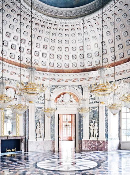 Candida Höfer, Benrather Schloss Düsseldorf V 2011© Candida Höfer, Köln; VBK Wien 2014