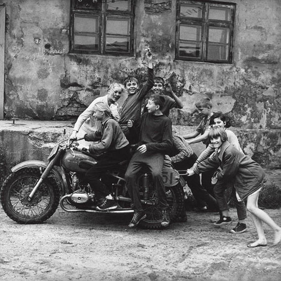 Antanas Sutkus: First bikers. Klaipeda, 1974