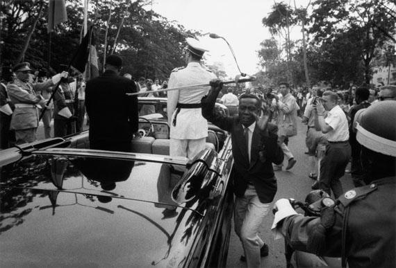 © Robert Lebeck: Leopoldville. Dem König von Belgien wird der Säbel gestohlen, 1960