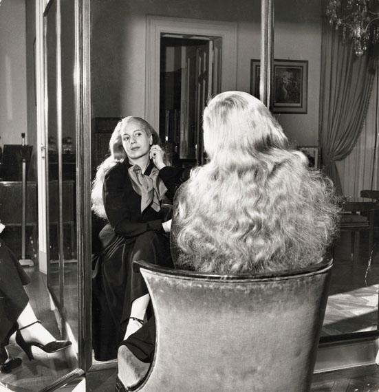 Gisèle Freund              Eva Perón, Buenos Aires, 1950© IMEC, Fonds MCC, Vertrieb bpk / Photo Gisèle Freund