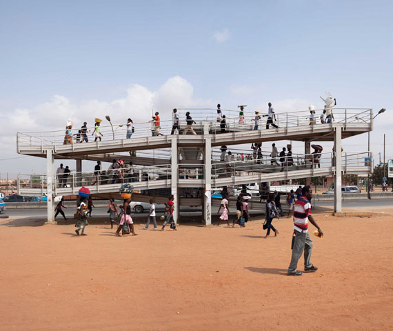 Lard Buurman: Ponte de Villa du Gamek, Luanda, Angola 2009 / 2010