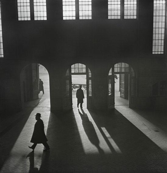 Roman Vishniac: Interior of the Anhalter Bahnhof railway terminus near Potsdamer Platz, Berlin, late 1920s–early 1930s© Mara Vishniac Kohn, courtesy International Center of Photography