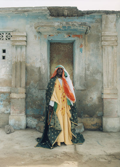 """Lot 4071Sibylle Bergemann""""Chaik, Dakar"""", 2001Chromogenic color print on FujcolorCrystal Archive paper43,7 x 31,7 cm (50,7 x 40,5 cm)Signed, titled and dated by the photographer in black ink on the versoEstimate € 1.200"""