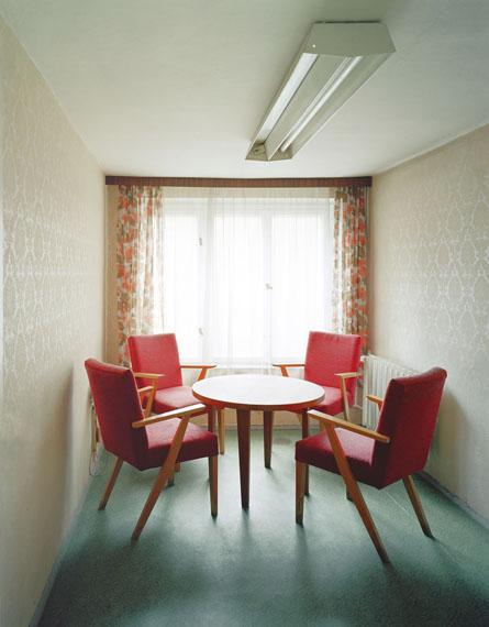 Daniel & Geo Fuchs: STASI secret rooms – Bautzen, Besucherzmmer, 2004 © Daniel & Geo Fuchs