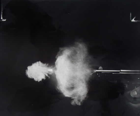 Firing a Mauser Automatic Pistol, 1938 © Harold Edgerton Archive, MIT. Courtesy Michael Hoppen Gallery