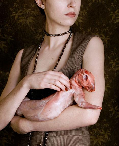 Carina Linge: Dame mit Kaninchen, 2008 © Carina LingeCourtesy Galerie Jarmuschek + Partner/Berlin