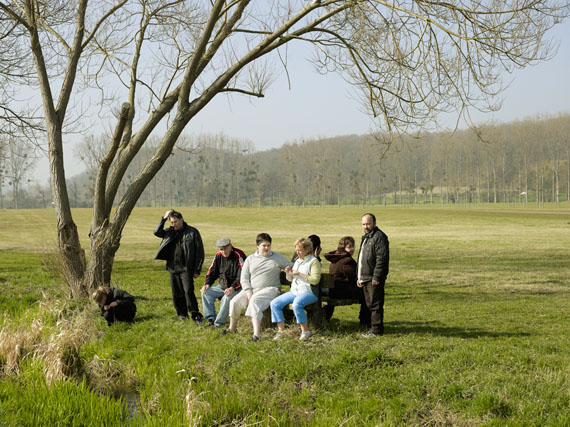 "Peter Granser: ""Group on Bench"" from the series ""J'ai perdu ma tête"""