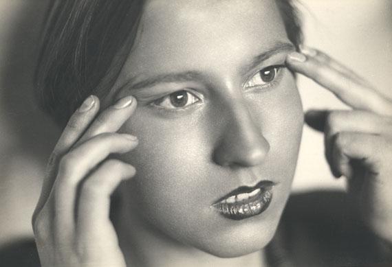 Herbert Matter: Trudi as Chinese Woman, Engelberg, 1933 © Fotostiftung Schweiz / The Herbert Matter Estate, New York