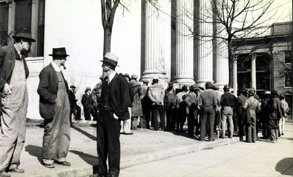 Walker Evans: Crowd In Public Square1930er143 x 248 mmLunn Gallery Stamp (1975)© Walker Evans Archive, The Metropolitan Museum of Art