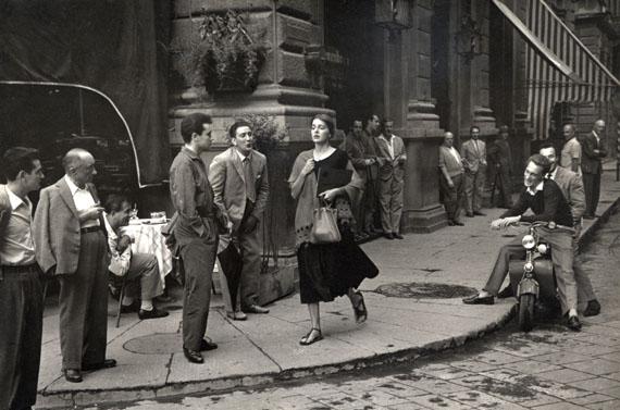 Ruth Orkin: American Girl in Italy, 1951 © Ruth Orkin. Courtesy of Howard Greenberg