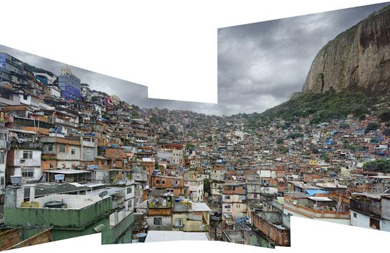 Robert PolidoriFavela Rocinha #1, Rio de Janeiro2009UV-Cured ink on Aluminium/ Acrylic Inkjet auf Aluminium285,1 x 449,6 cm