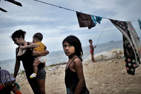 Kadir van Lohuizen: Sucunguadup Island, San Blas, Panama - The Hernández family © Kadir van Lohuizen | NOOR