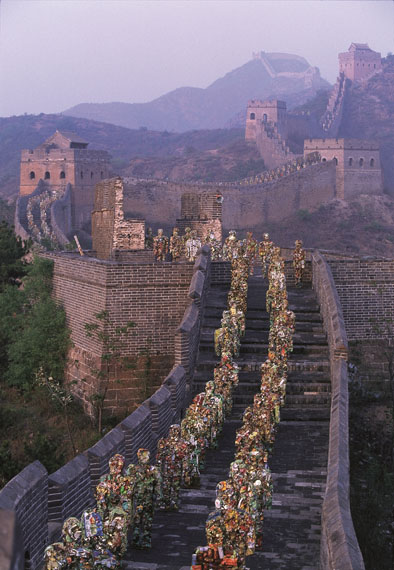© HA Schult: Great Wall, Beijing, 2001, photograph by Thomas Hoepker