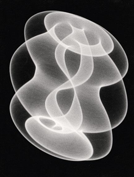 HERBERT W. FRANKE. Tanz der Elektronen, 1961/622. Werkgruppe: Elektronische Grafik. Silbergelatine-Barytpapierabzug. 23,9 x 18,2 cm