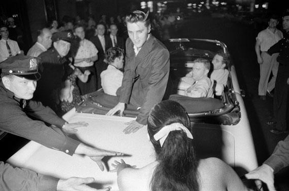 Alfred Wertheimer, Elvis rides in the night, New York, July 1, 1956