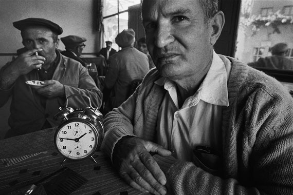 Iron workers waiting in a tea-house for their shift to start, Divrigi, Sivas, 1970 © Ara Güler