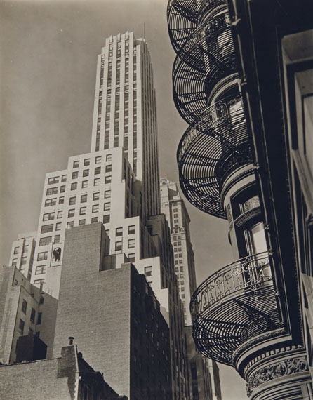 Lot 225BERENICE ABBOTT (1898-1991)Murray Hill Hotel from Park Avenue, 40th Street, Manhattan, 1935€5,000–7,000