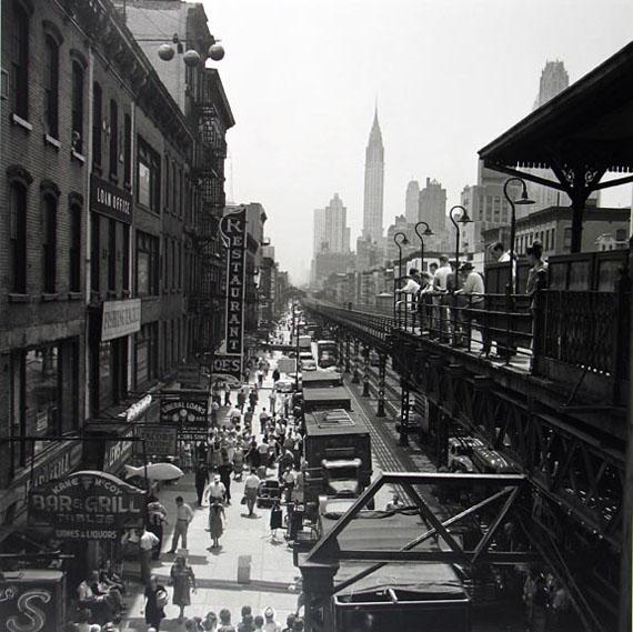 New York, NY, 1953 © Vivian Maier/Maloof Collection / Courtesy Howard Greenberg Gallery, New York