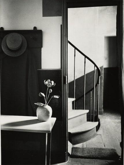 "André Kértész (1894-1985)Lot 28 – Chez Mondrian, Paris, 1926Gelatin silver print on double-weight paper, circa 1960-1970""PHOTO BY ANDRÉ KERTÉSZ"" stamp and annotations on verso.Sheet size : 25,30 x 20 cm (9,80 x 7,90 inches)Estimate : 5 000 / 7 000 euros"
