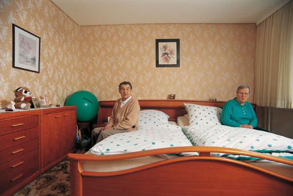 Schlafzimmer, Elli und Gerhard Seebold, 2002 © Herlinde Koelbl