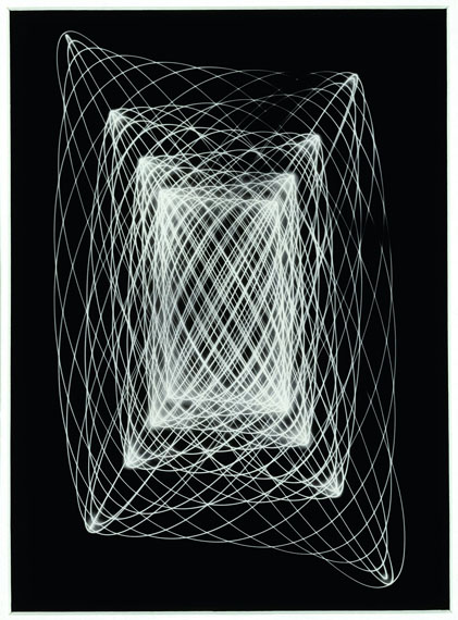 Peter KeetmanLichtpendelbewegung, 1948–1952Kamera-Luminogramm, Silbergelatine-Barytpapier22,7 x 16,7 cm Museum im Kulturspeicher Würzburg Sammlung Peter C. Ruppert© Stiftung F.C. Gundlach