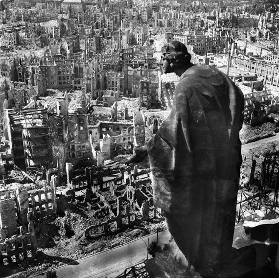 Richard Peter sen.: Blick vom Rathausturm nach Süden, 1945 © SLUB Dresden / Deutsche Fotothek