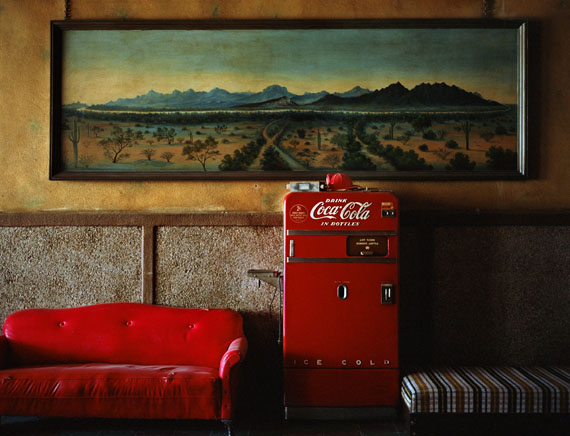 Wim Wenders: Lounge Painting # 1, Gila Bend, Arizona, 1983, Lightjet Print, 125 x 152 cm © Wim Wenders / Courtesy Blain | Southern