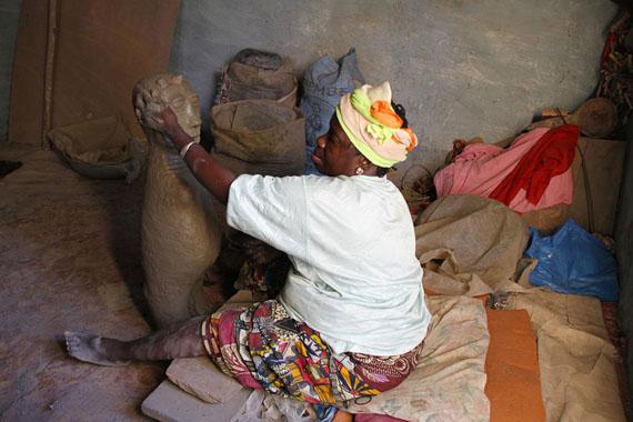 Fatou Kande Senghor, Giving Birth, 2014. Video, sound, color, 30' loop. Courtesy the Waru Studio