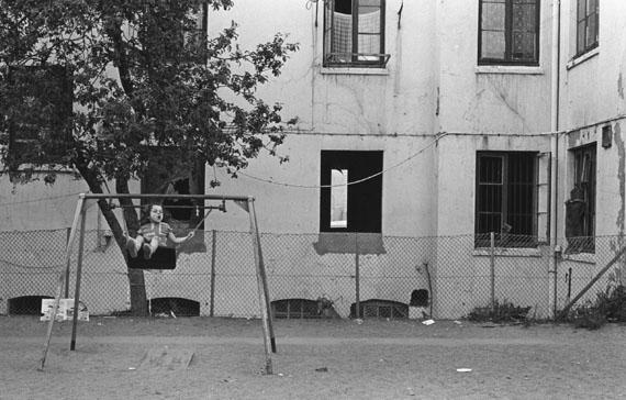 © Lillian Birnbaum: 'Kinderschaukel', Hamburg 1980