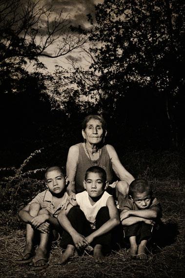 Pep Bonet: Honduras. February 2008Faustina Zambrano is the grandmother of Wilson Noel Avila (right), Gustavo Adolfo© Pep Bonet/NOOR/laif
