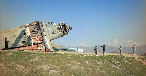 Lida Abdul In Transit2008,16 mm film transferred to dvd, 4'55''