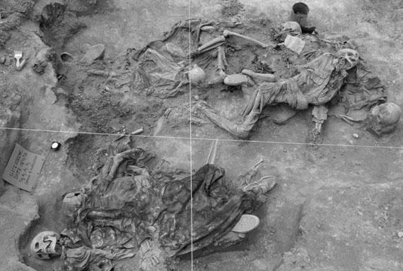 Grave A-South, Koreme, North of Iraq, June 1992 © Susan Meiselas, Magnum Photos