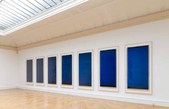INGE DICKBoston Blue, White, Black7 Polaroids, je 200 x 100 cm, UnikateInstallation, Landsgalerie Linz, 2008