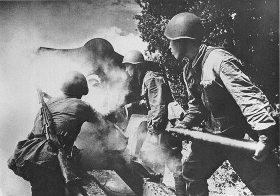 Alexander Ustinov. Fire, 1942