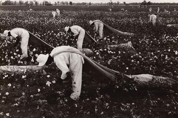 Cotton pickers, Ferguson, 1968 ©Danny Lyon/Courtesy of Edwynn Houk Gallery, New York