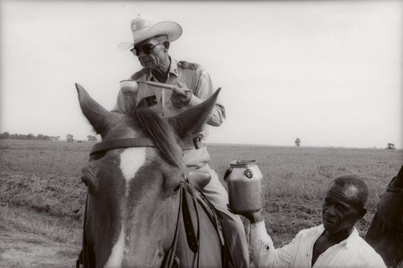 Watering a boss, Ramsey, Texas, 1968 ©Danny Lyon/Courtesy of Edwynn Houk Gallery, New York
