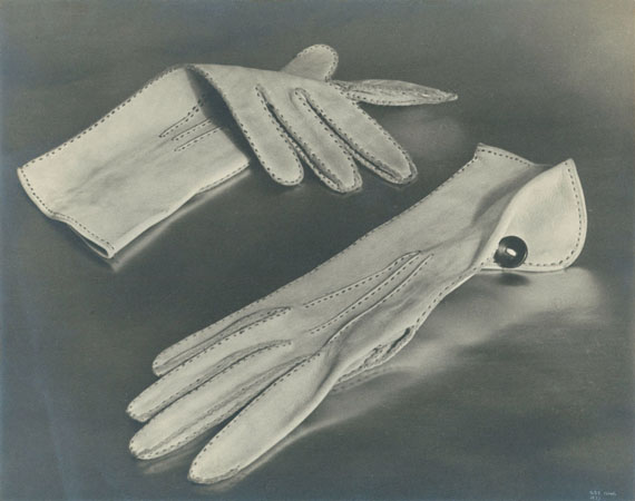 Ilse BingGloves, Paris, for Harper's Bazaar, 1933Courtesy of Edwynn Houk Gallery