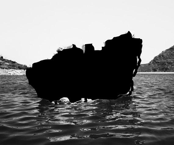 Removing the Rock, 2015 © Nico Krijno/The Ravestijn Gallery