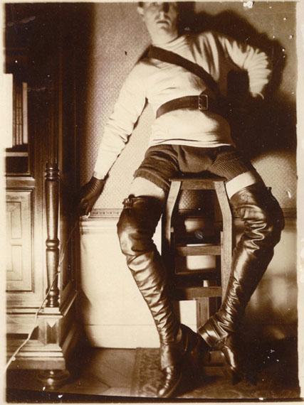 AnonymeZorro. Autoportrait. Vers 1940. Aristotype. 12 x 9 cm© Courtesy Lumière des Roses