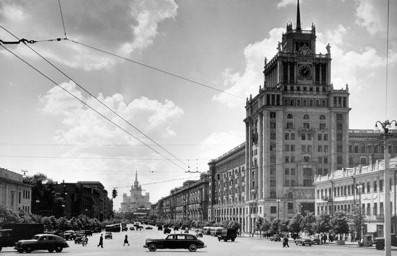 Naum Granovsky. Pobeda taxi on Bolshaya Sadovaya street. Moscow, 1960s