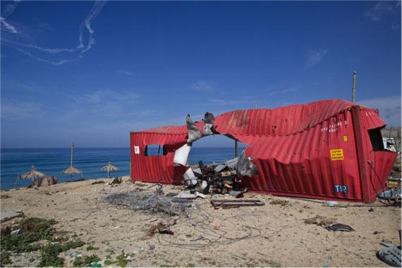Kai Wiedenhöfer, Red Container Rockethit, 2010