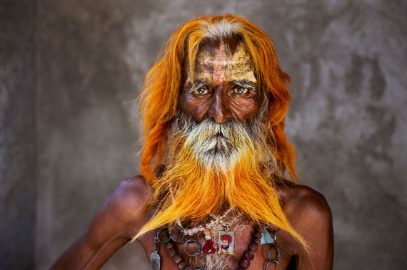 "Amritsar, Punjab, 1996. Betender Sikh vor dem Goldenen Tempel.""aus Indien (Prestel Verlag, 2015)""© Steve McCurry"