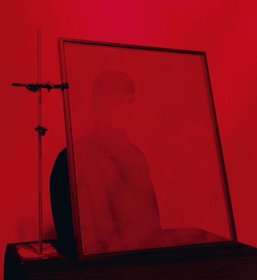 Alexander Gehring, Medium, aus der Serie Messages from the Darkroom, analoger C-Print, 36 x 38,5 cm, 2011© Alexander Gehring