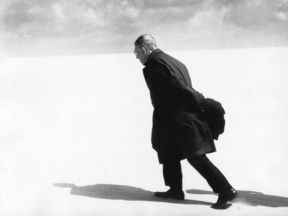 Antanas Sutkus. J.-P. Sartre in Lithuania. Nida, 1965