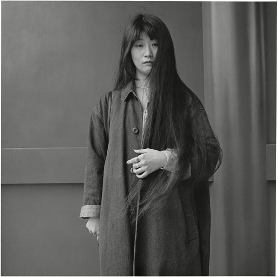 Hiroh Kikai: A clerk who was letting her hair grow long, 1987, aus der Serie Asakusa © Hiroh Kikai